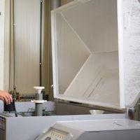 Gummi-Metallverbindung testen in Salzbad